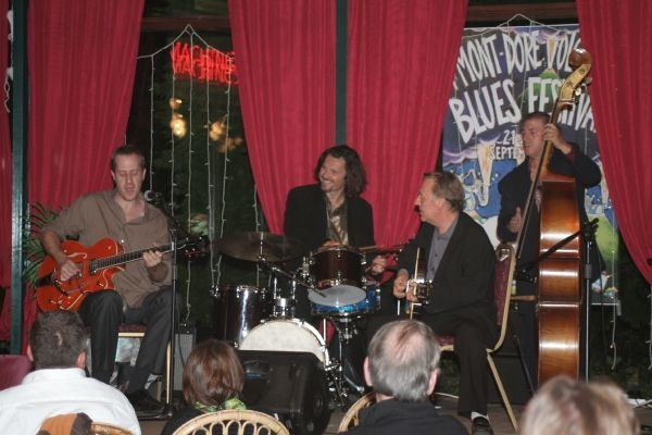 Blues de Paris avec Anthony Stelmaszack Volcanic Blues Festival - 21.22.23 septembre 2007<br /><strong>Blues de Paris</strong> lors du concert d'ouverture au Bar du Soleil (Casino)<br /><br />La photo été réalisées par <strong>Hubert Audigier</strong><br /> Mots clefs: Anthony Simon Enzo François